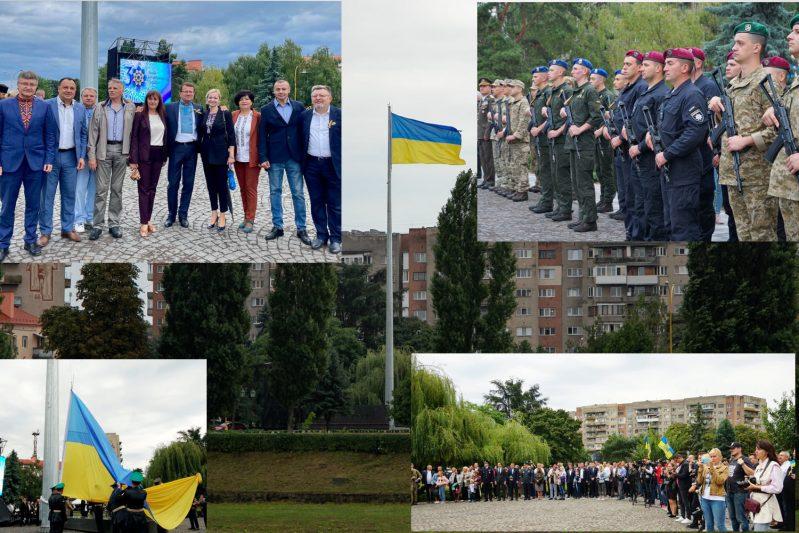 На 30-метровій щоглі над Ужгородом замайорів найвищий на Закарпатті Державний прапор України