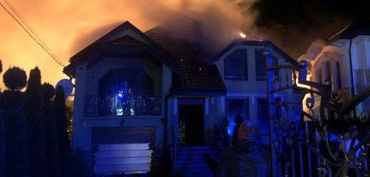 Черед удар блискавки на Тячівщині загорівся будинок
