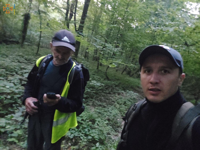 Закарпатські рятувальники відшукали 83-річного грибника, що заблукав у лісі (ФОТО)