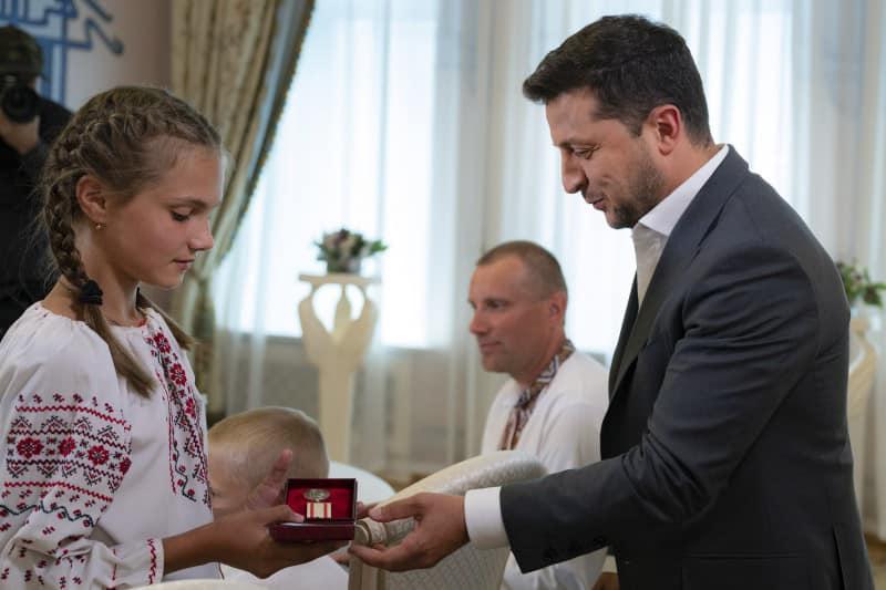 Президент вручив юній закарпатці нагороду «За врятоване життя»