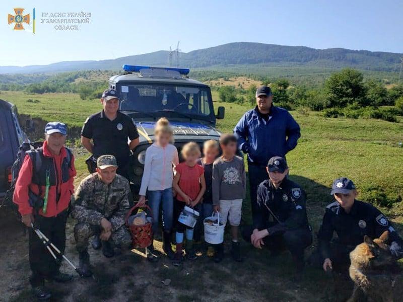 Чотирьох дітлахів, які напередодні заблукали в лісі на Ужгородщині знайдено