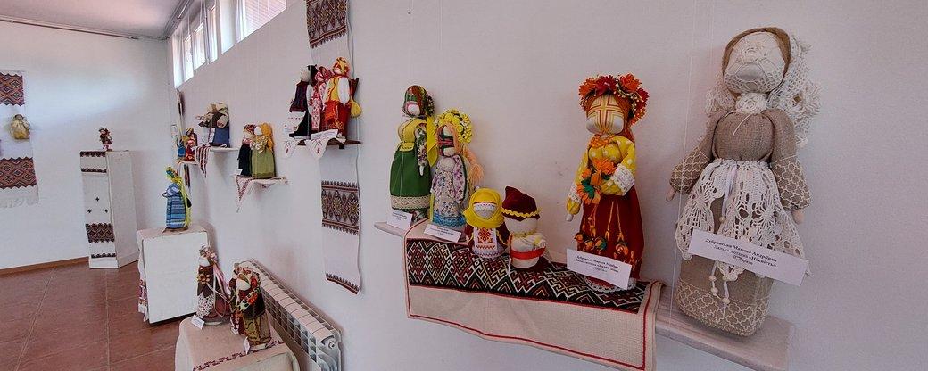 На виставці в Ужгороді можна побачити понад 100 ляльок