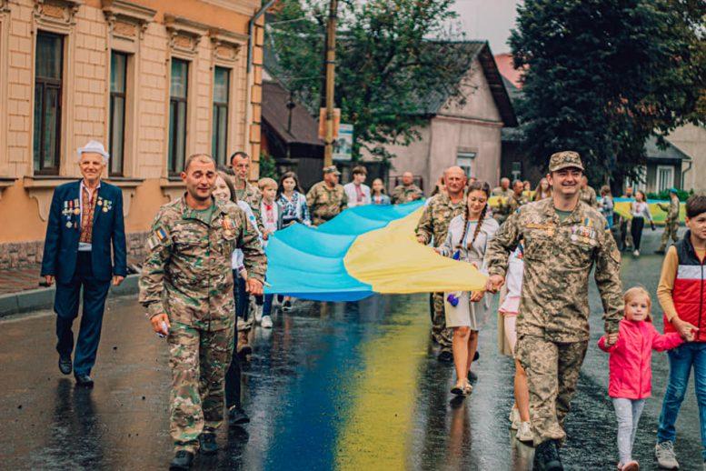 У Перечині ветерани АТО та патріотична громадськість пройшли ходою зі 100 метровим прапором України