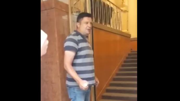 Айдарівець Володимир Прохнич погрожував підірвати бойову гранату у Кабміні (відео)