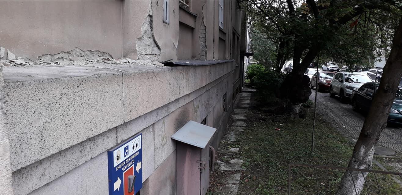 В Ужгороді з історичної будівлі Нацбанку вкрали мідні підвіконники (фото)