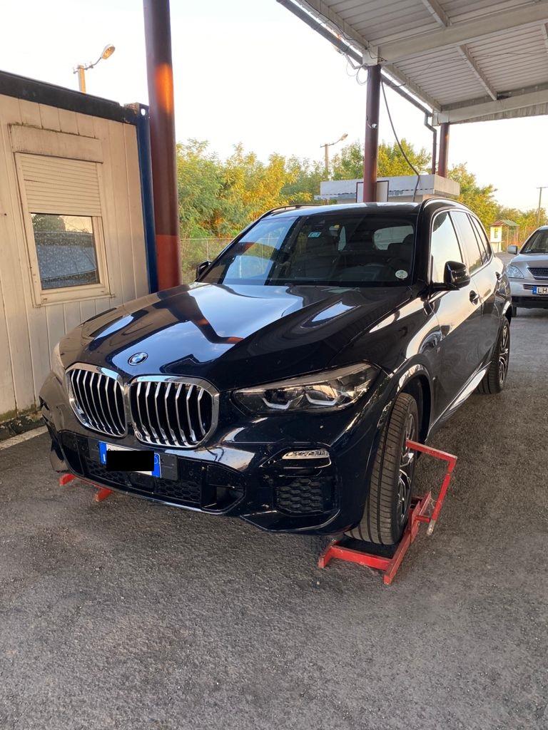 Елітне авто, викрадене в Італії, виявили закарпатські прикордонники