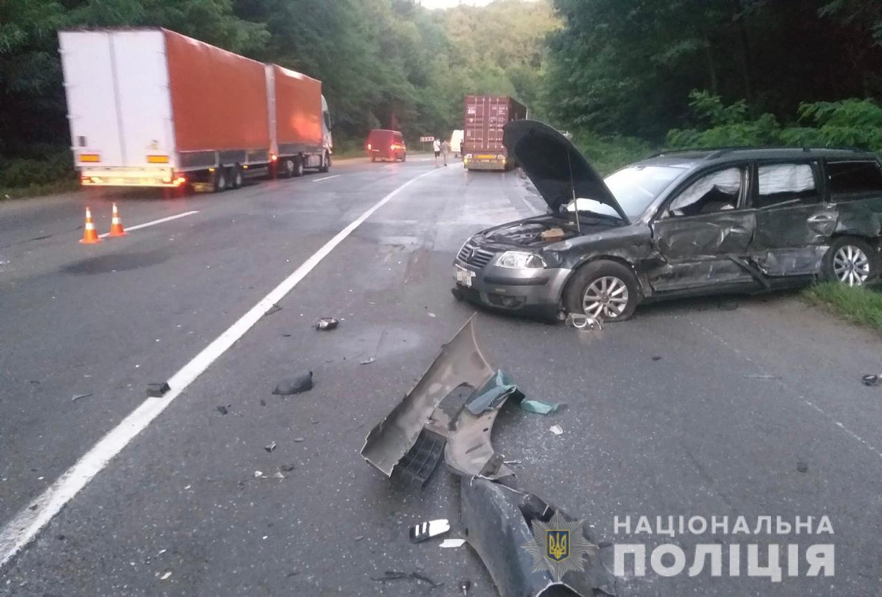 На Мукачівщині зіткнулися чотири автомобілі – пятеро постраждалих, серед яких двоє дітей