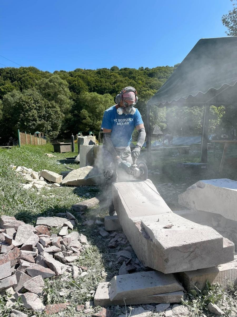 Міжнародний Карпатський скульптурний симпозіум стартував на Закарпатті
