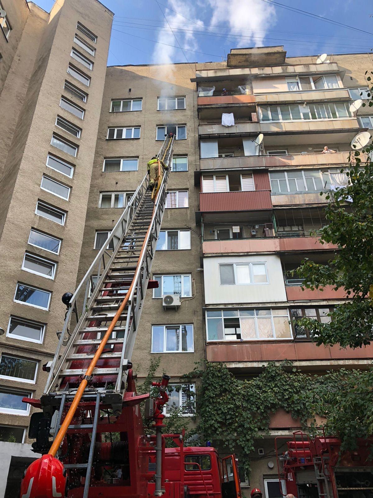 В Ужгороді горіла квартира у багатоповерхівці на проспекті Свободи