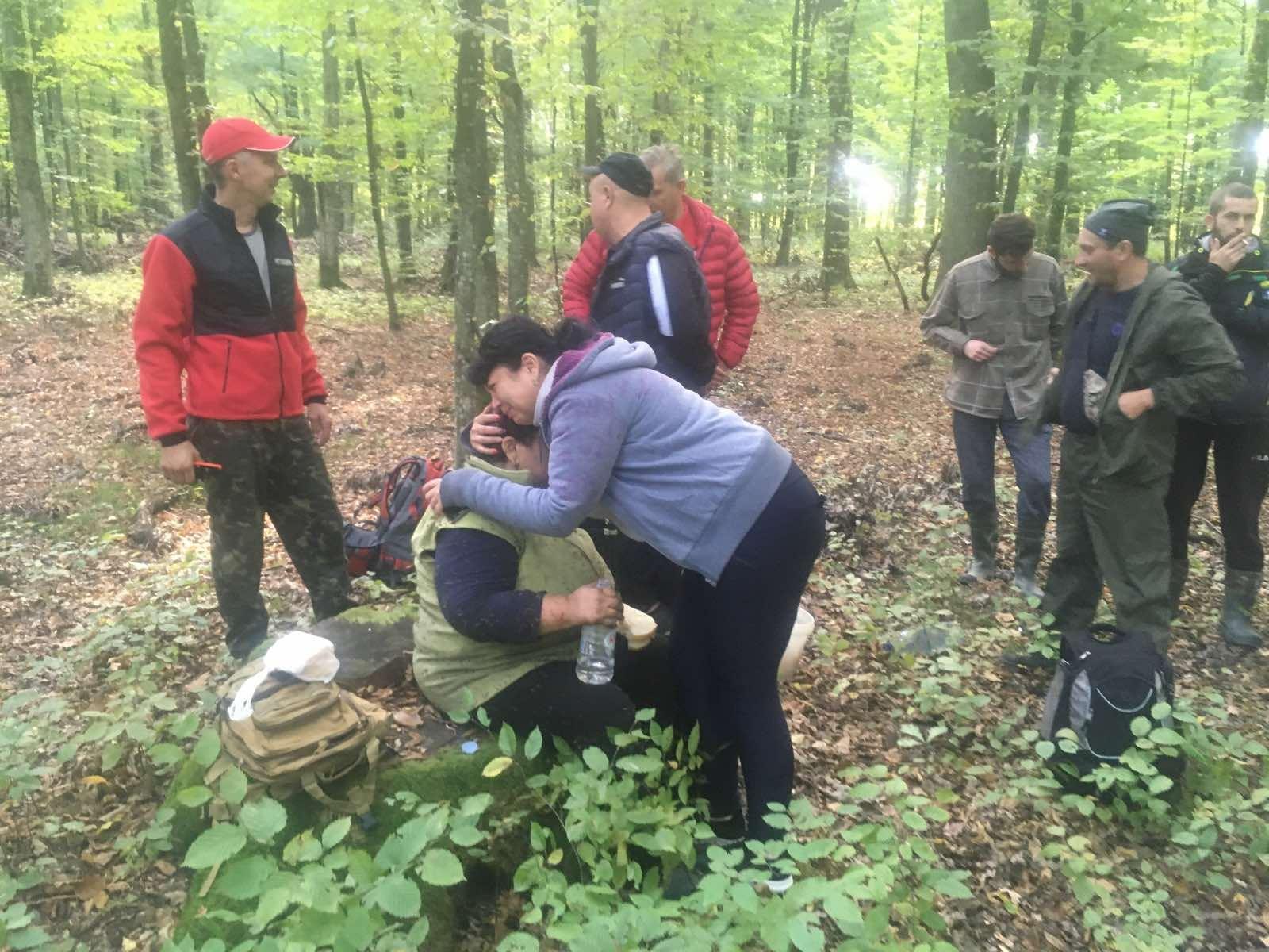 Рятувальники та волонтери всю ніч шукали 72-річну закарпатку, що заблукала у лісі