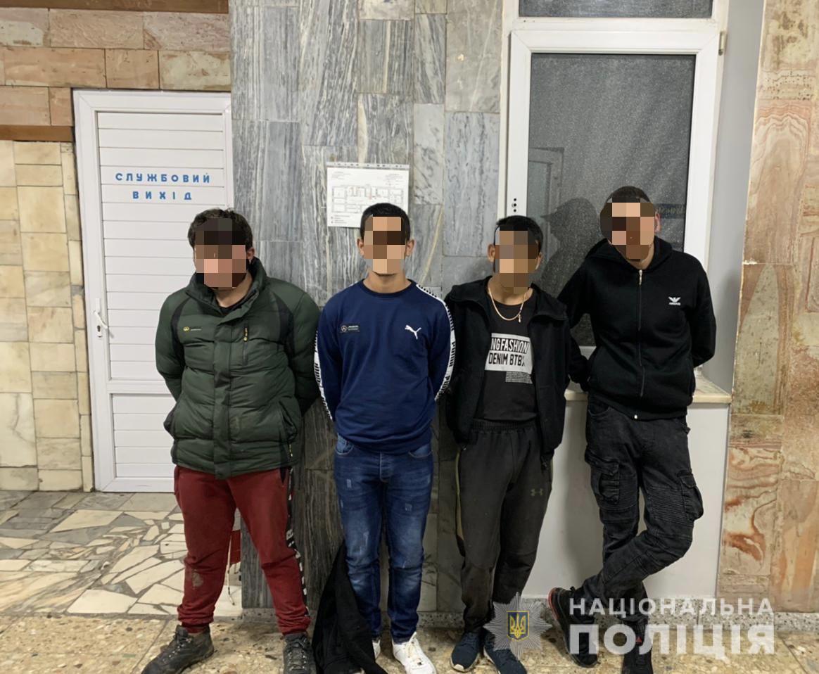 Четверо неповнолітніх в Мукачеві вистежили перехожого, побили і відібрали ноутбук та велосипед