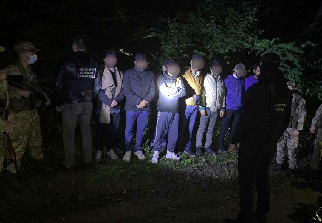 Велику групу нелегалів з Пакистану затримали закарпатські прикордонники