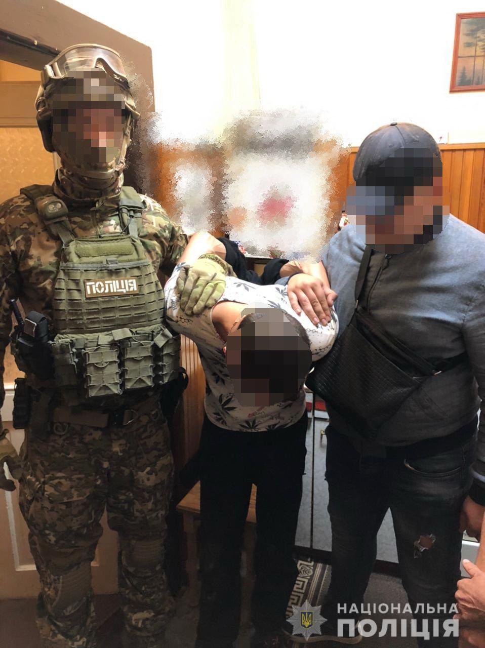 У Берегові поліція затримала двох наркоторговців з чималою кількістю товару