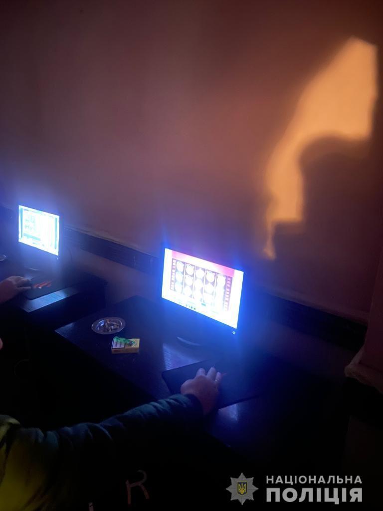 На Рахівщині, у Ясінях, викрили підпільну ігротеку