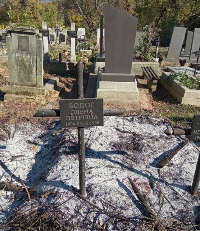 На Хустському цвинтарі спалили могили (фото)