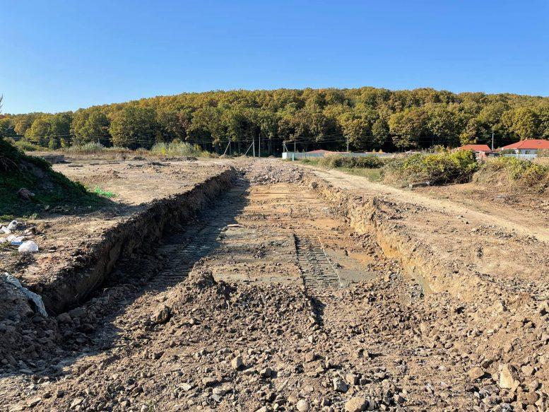 Скандальна дорога до страусиної ферми викликала хвилю обурення мешканців Ужгородщини (відео)