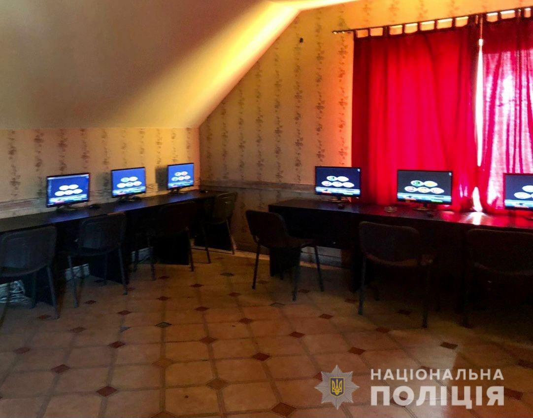 В Ужгороді, Мукачеві та Ужгородському районі правоохоронці припинили діяльність ще трьох гральних закладів