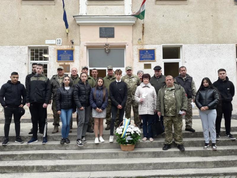В Чопську угорськомовну школу № 2 ім. І.Сечені завітали ветерани АТО (фото)