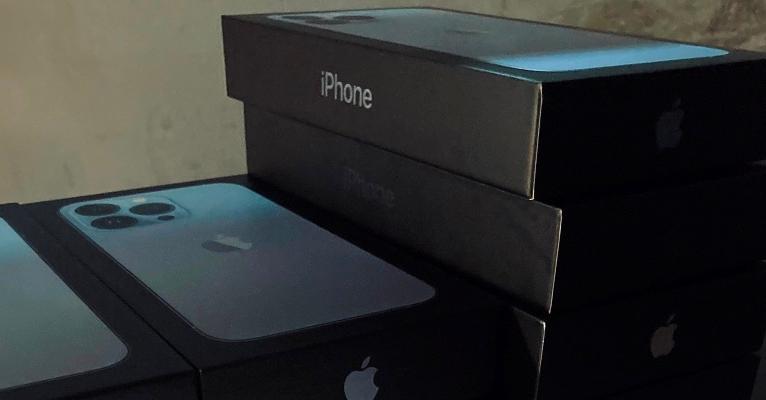 Закарпатські митники вилучили партію нових айфонів на півмільйона гривень