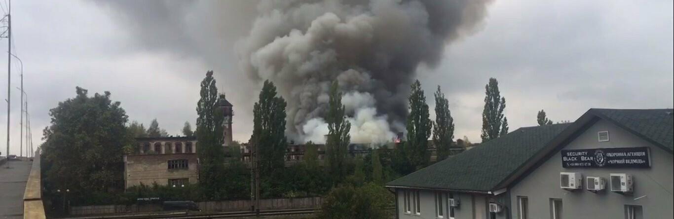 В Мукачеві масштабна пожежа на території недіючого підприємства (ФОТО)