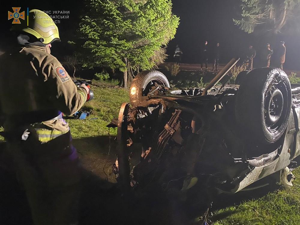 На Хустщині перекинувся автомобіль – загинула дитина, ще двоє дітей та двоє дорослих у лікарні
