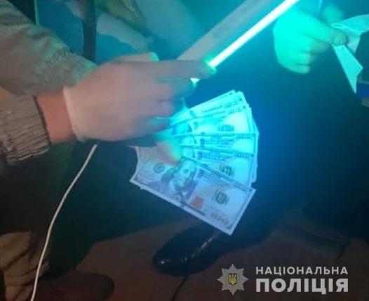 """Депутата ОТГ на Ужгородщині затримали на хабарі у 3 тис доларів """"за вирішення земельного питання"""""""